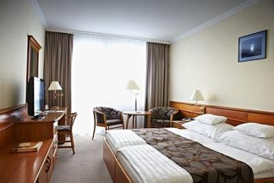 NaturMed Hotel Carbona - 4-star hotel in Heviz at discount prices for a wellness weekend - NaturMed Hotel Carbona**** Hévíz - thermal hotel in Heviz
