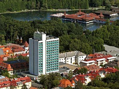 Hotel Panorama Heviz - accommodation in Heviz at discount prices with half board - Hunguest Hotel Panoráma*** Hévíz - discount Panorama Hotel in Heviz connected to St. Andreas Health and Spa Institute with half board
